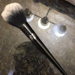 KAT VON D Brush
